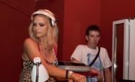 Atraktivna Niki Belluci u vodičkom Makina Exit clubu